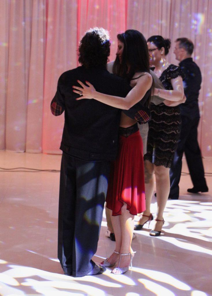tango-traire-simtire-embrace